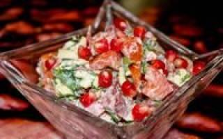 Салат с копченой колбасой: рецепты