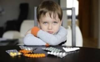 Красное горло и температура у ребенка: чем лечить воспаление