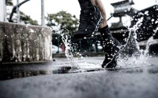 9 способов защитить обувь от промокания