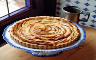 Пирог с яблоками в духовке: рецепты