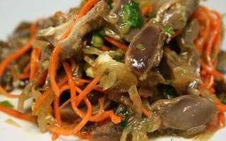 Салат с куриными желудками: рецепты